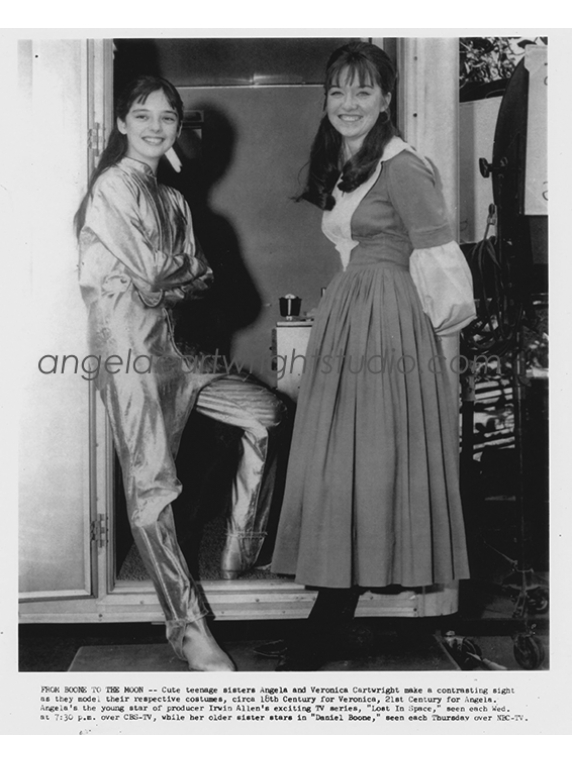 #09 Angela & Veronica-Lost In Space & Daniel Boone