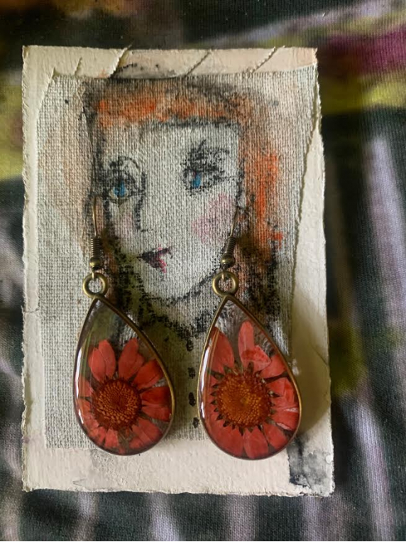 Bellis Perennis earrings & AC art